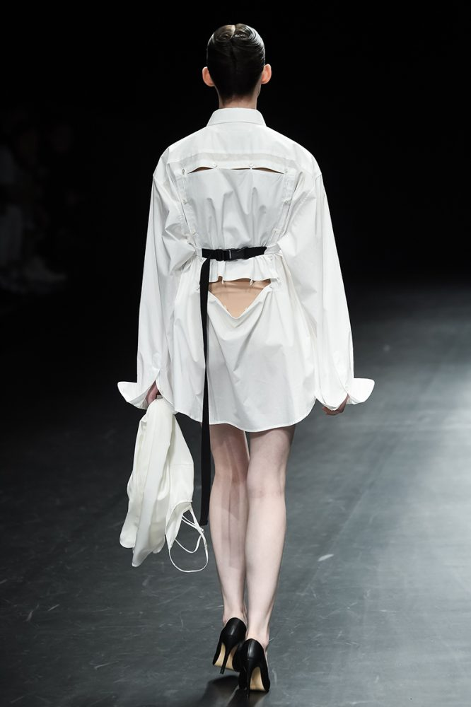 BACK_LOOK01